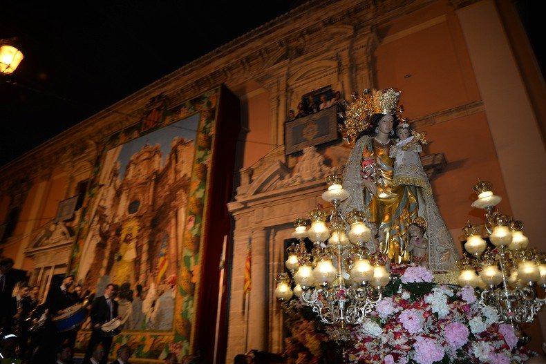 La Basílica celebrará este miércoles el besamanos a la Virgen de los Desamparados