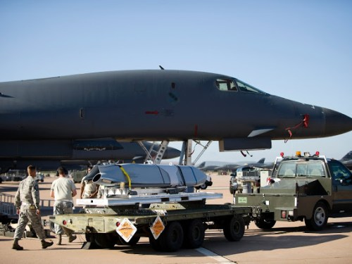 A LRASM being loaded onto a U.S. Air Force B-1 bomber in July 2013.