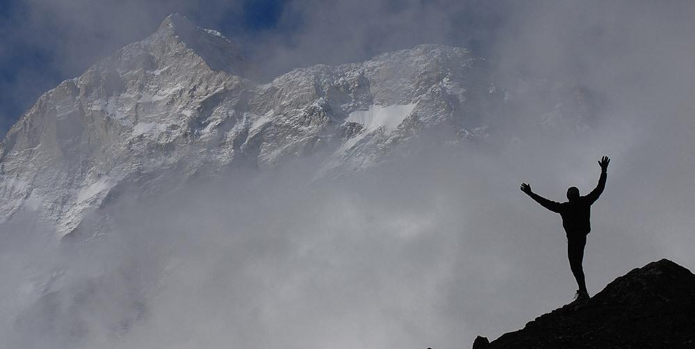 24-Saudação-ao-Makalu-Nepal.-Foto-de-Niclevicz