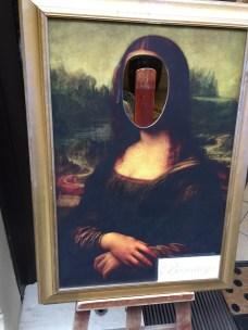 faceless Mona Lisa