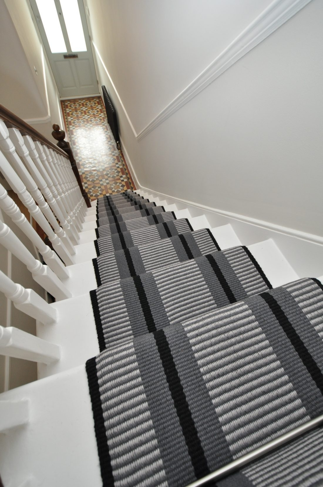 Point 1 60Cm With Austin Stair Rods Curved Rod Bottom Step   Off The Loom Stair Runners   Modern Staircase   Runner Brampton   Offtheloom   Loom Elsdon   Queenstown Road