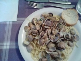 Spaghetti alle vongole. Spaghetti with mussels. Basically, my favorite food so far.