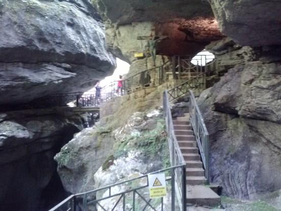 Pradis caves 1