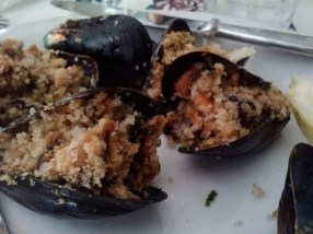 Cozze gratinate, stuffed mussels