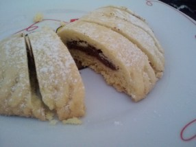 Raviolo di pasta frolla con cioccolato, a light pastry with chocolate filling