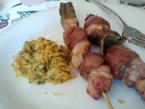 Spiedini di carne con verdure, meat kebabs with veggies