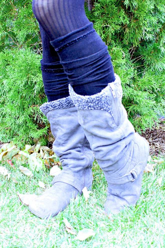 To make these DIY leg warmers out of old socks simply cut off the heel and and toe sections and voila!