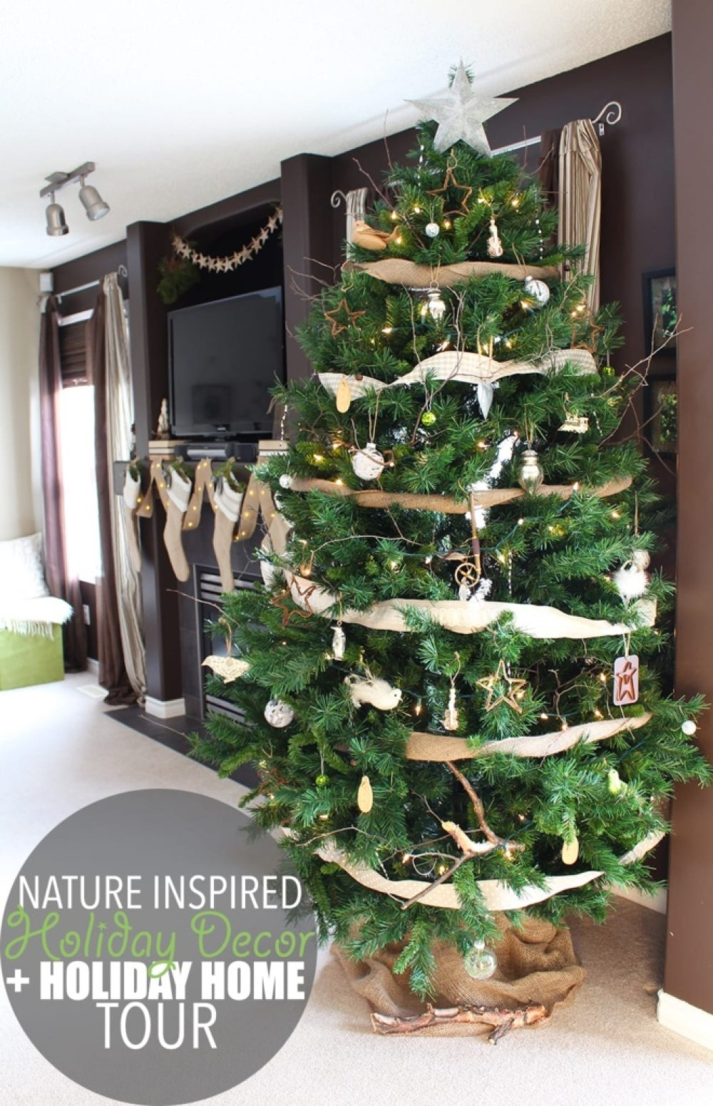 Nature inspired holiday decor is an eco-friendly way to create a feeling of calm beauty in your home. It's like walking through the woods on a winter day!