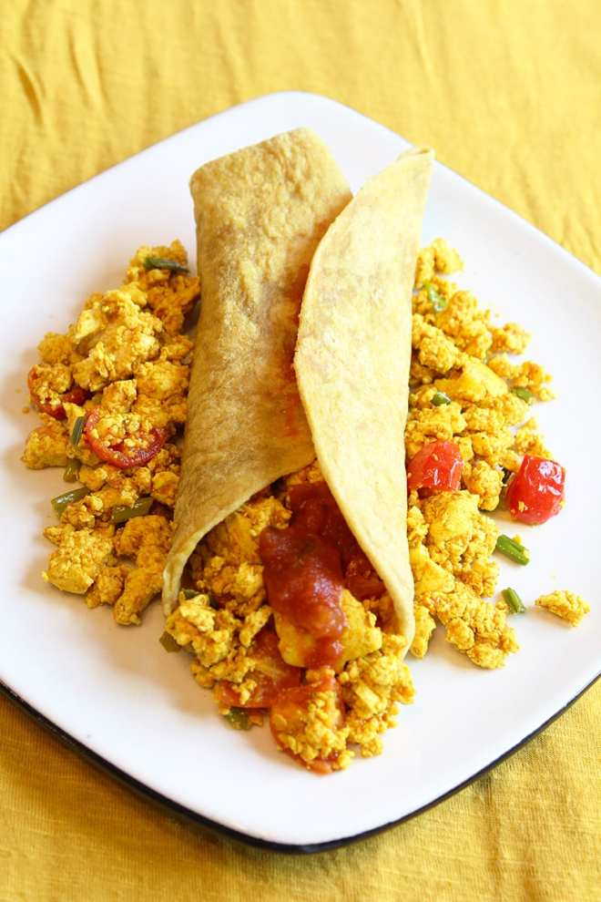 Vegans, vegetarians and those allergic to eggs - rejoice! The perfect tofu scramble recipe is right here.