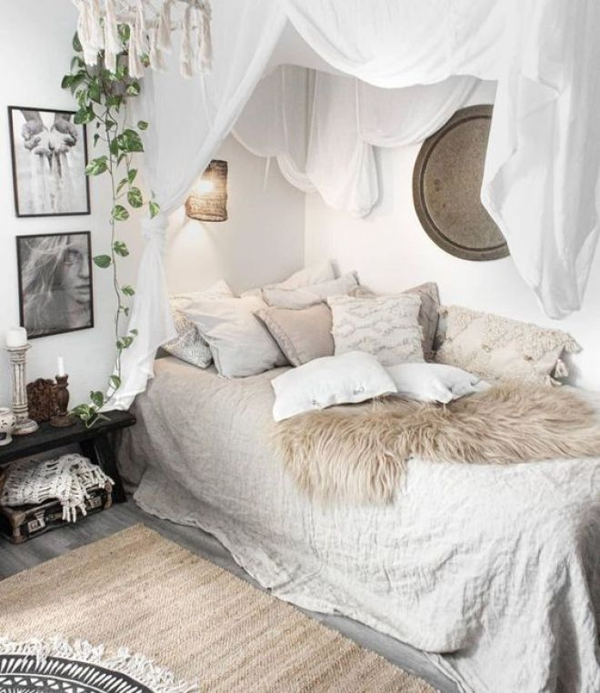 If you love the look of a boho bedroom like this one by @laurakinterior, check out a bohemian bedroom decor shopping guide on Of Houses and Trees - featuring eco-conscious items from ethical marketplace Made Trade.