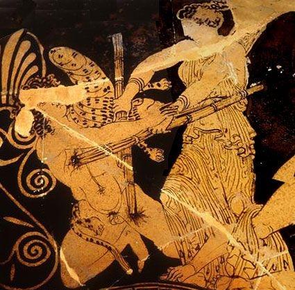 Coleção do museu Antiken-museen, Berlin, Germany. Detalhe: Hekate batalhando contra o gigante Klytios , ela o queima com suas tochas.