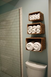Use simple dollar store baskets to organize towels in your bathroom. Repin if you love this idea!