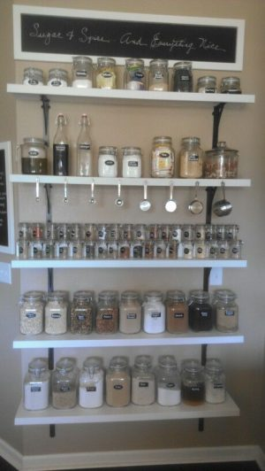 This spice rack is brilliant! I want one in my kitchen. Repin if you agree!