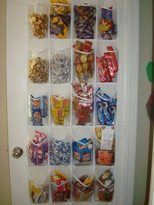 Use a shoe organizer to store snacks and treats in your dorm room. Repin for later!