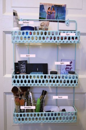 15 Cheap And Easy Ways To Organize Your Makeup In A Small