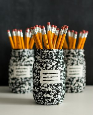 Use mason jars to store school and desk supplies. I love this diy idea! repin!