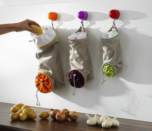 I think these Orka vegetable keep sacks are really cool . Repin if you want these in your kitchen!