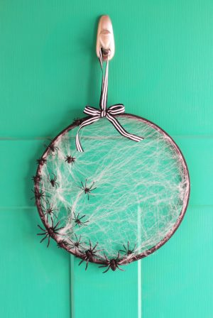 Diy budget friendly spiderweb embroidery hoop wreath. Love this idea! Repin!