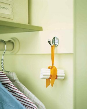 Hang a bundle of chalk in your closet to get rid of musty odors and humidity in your closet. Repin for later!