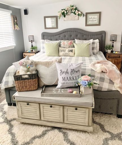 Farmhouse spring bedroom decor