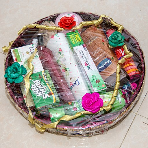 Learn how to make extra money by making and selling gift baskets from home.
