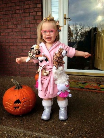 This is SO cute! Crazy cat lady Halloween costume for toddler girl!