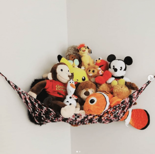 Put toys in a hammock to keep floors clear of clutter. Great idea!   9 Ways to Organize Toddler Bedroom on a Budget