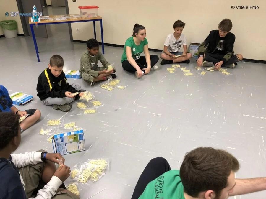 valeria e lugano fanno costruire i robot strandbeest nei loro laboratori a lugano