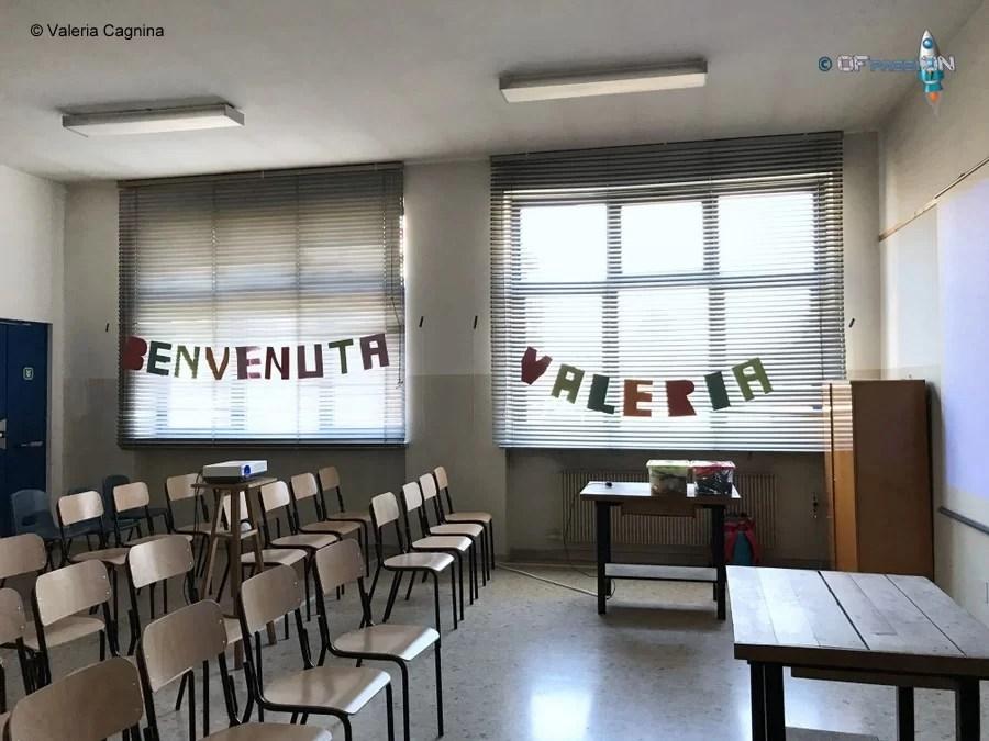 preparazione laboratorio e speaker di valeria cagnina ofpassion in aula presso la Scuola Dante di Casale Monferrato