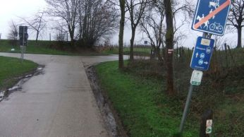 The Roman overland trail turned into bicycle trail and access to fields and orchards. The bicycle and hiking trail networks in Flanders is very well marked.