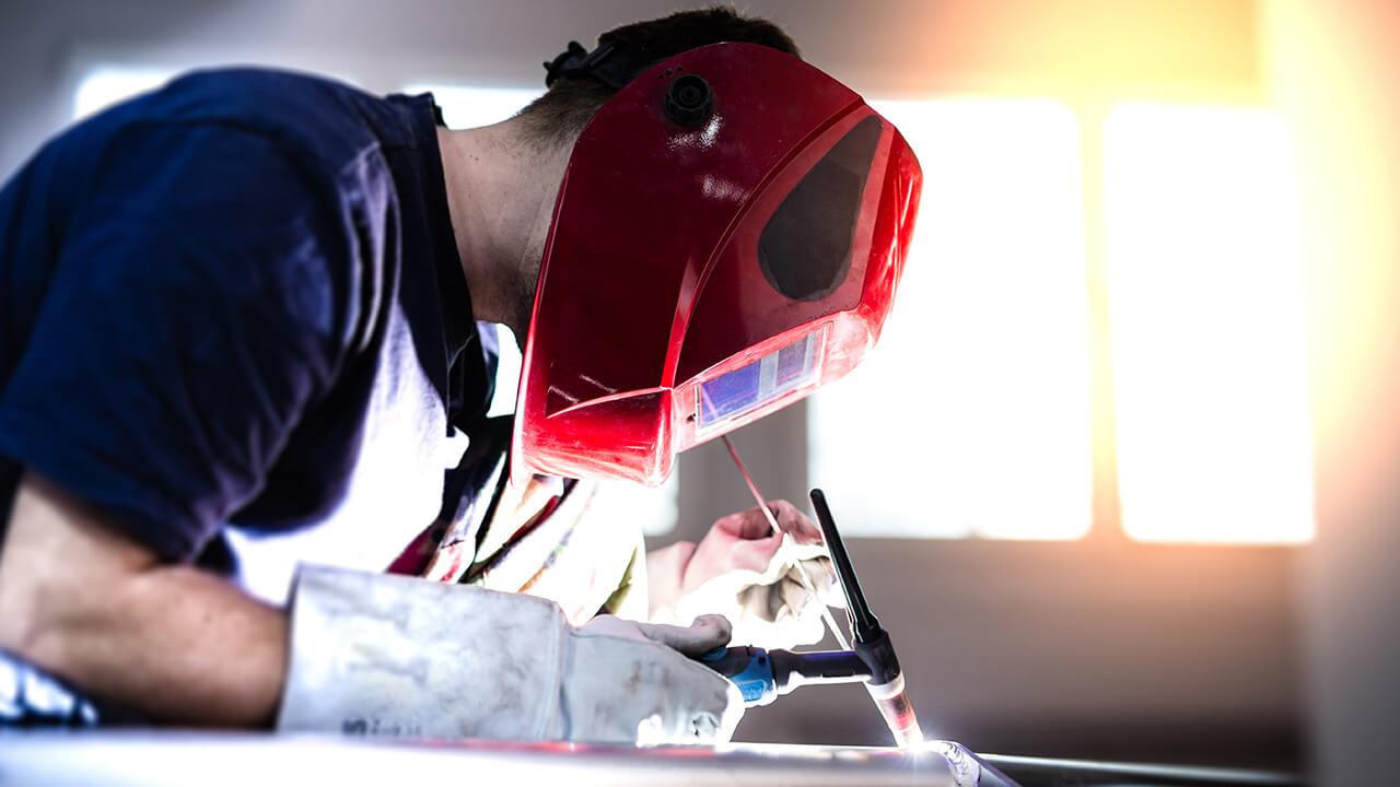 Salud en el trabajo: sepa como prevenir daños a los ojos en actividades de riesgo