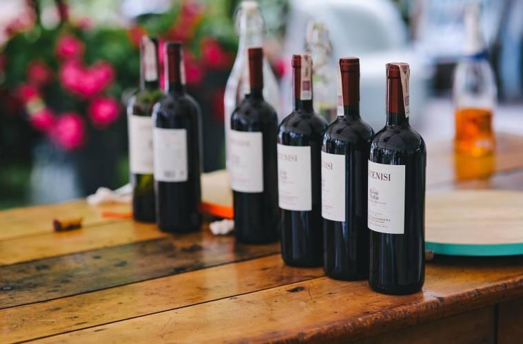 ワインが並べられている画像