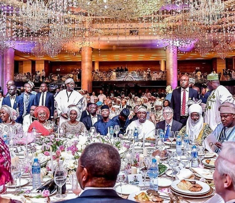 (+PICTURES) HOW COME YOU ALL DID NOT NOTICE THIS….IN FATIMA DANGOTE'S WEDDING TO JAMIL ABUBAKAR  (FATIMA IS THE DAUGHTER OF ALIKO DANGOTE)