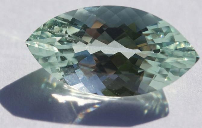 1b60b9cd60f Kui omanik on kurb ja ilm on halb, on mineraal roheline. Lisaks kasvab  akvamariin märgatavalt pilves, kui isik on ohus või kui omaniku ümber  koguneb vale.