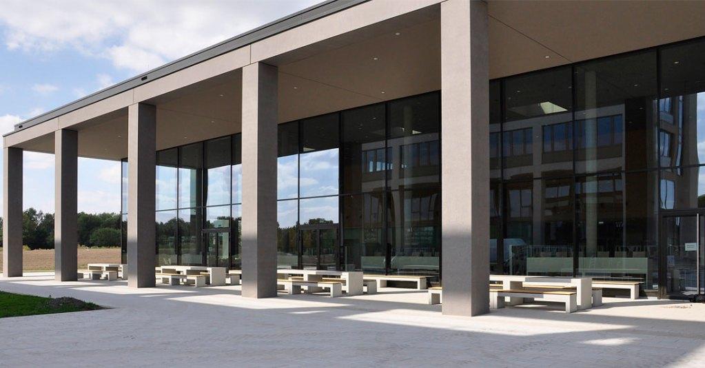 OGGI-Beton: Betonbänke und Betontische für den neuen Campus Maschinenbau der Leibniz-Universität Hannover