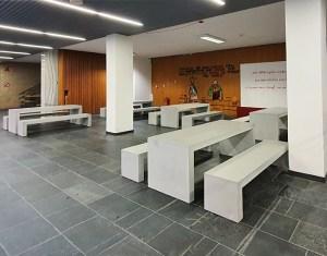 OGGI Beton Tisch und Bank Kombination in der Uni Hamburg