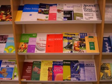800px-Vitoria-University-Library-food-science-journals-4489