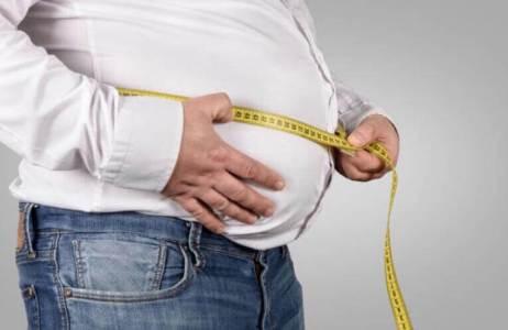 男子肚子非常大