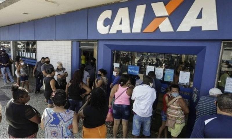 Fila na Caixa: novos valores para auxílio. Foto: Gabriel de Paiva/Agência