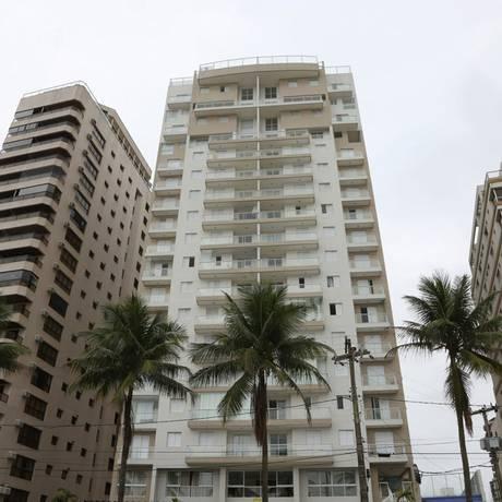 O prédio do tríplex no Guarujá Foto: Marcos Alves / Agência O Globo