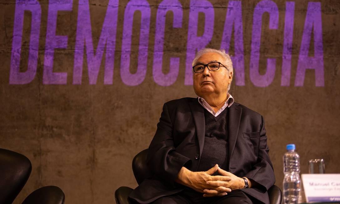 'Vocês estão vivendo um novo tipo de ditadura', diz sociólogo Manuel Castells