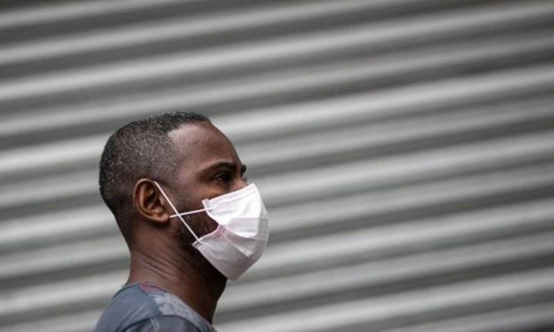 Coronavírus deixou as ruas vazias e fez as pessoas buscarem proteção ao sair de casa Foto: BUDA MENDES/GETTY IMAGES
