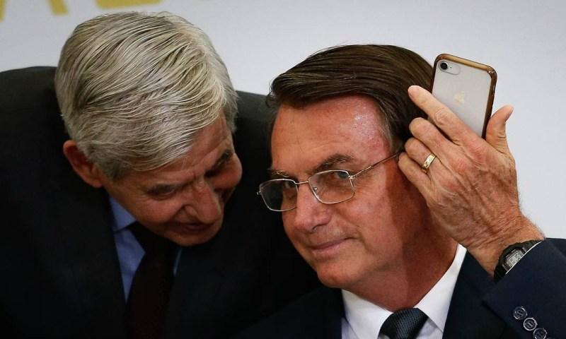 O presidente Jair Bolsonaro e o ministro do Gabinete de Segurança Institucional, general Augusto Heleno Foto: Pablo Jacob / Agência O Globo