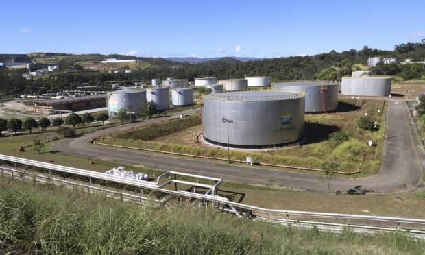 A Refinaria Gabriel Passos (Regap), em Betim, região metropolina de Belo Horizonte (MG), foi inaugurada em 30 de março de 1968, com capacidade inicial de 7.200 m³/dia. Hoje, sua capacidade de processamento é de 24 mil m³/dia ou 150 mil bbl/dia Foto: Ramon Bitencourt / O Tempo