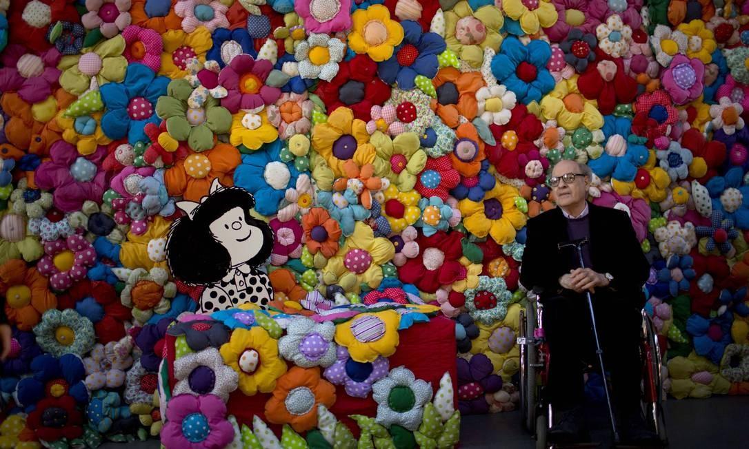"""Quino na abertura da exposição """"O mundo segundo Mafalda"""", em Buenos Aires, em 2014 Foto: Natacha Pisarenko / AP"""