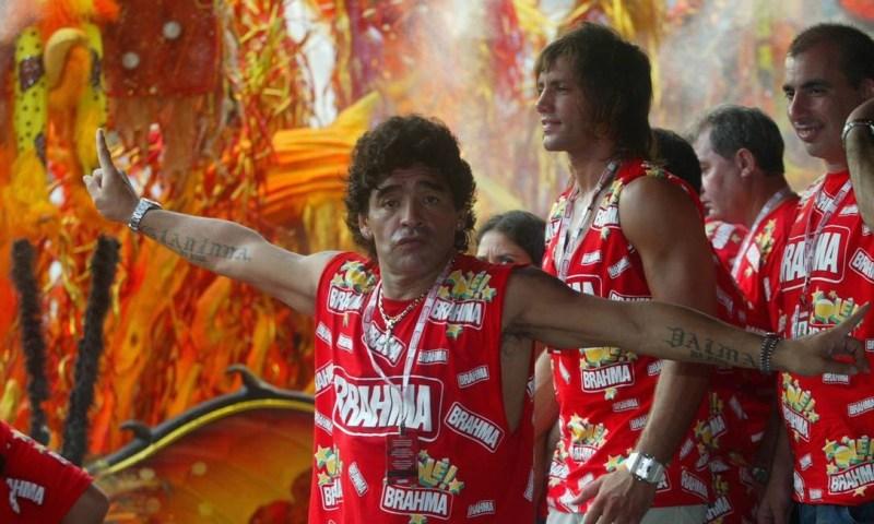 Maradona em camarote do carnaval do Rio, em 2006 Foto: Berg Silva