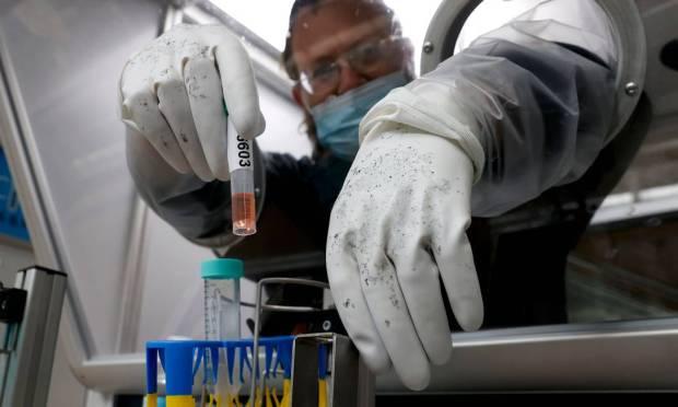 Doctor handles rapid coronavirus test sample at Israel's Ben-Gurion Airport in Lod near Tel Aviv Photo: JACK GUEZ / AFP