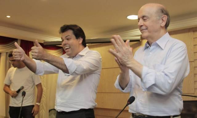 Bruno Cova em 2012 ao lado do então pré-candidato à prefeitura de São Paulo José Serra, durante palestra na Escola Paulista de Direito Foto: Eliária Andrade / Agência O Globo - 29/02/2012
