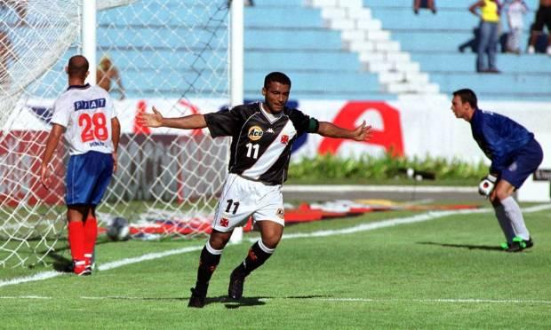 25th - VASCO (2000) - Romário celebrates goal in a tie against Bahia, for Copa João Havelange.  Photo: Jonne Roriz/Coperphoto/L!  Sportpress