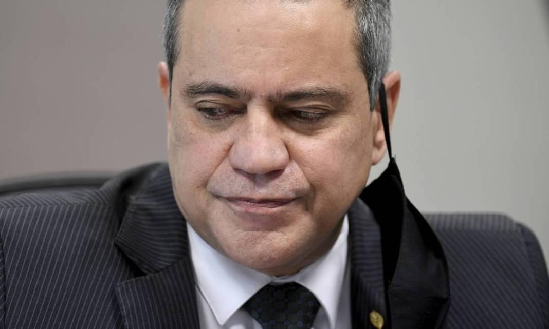 O ex-secretário-executivo do Ministério da Saúde Élcio Franco, braço-direito do ex-ministro Eduardo Pazuello na pasta, afirmou à CPI que a gestão do general defendia o